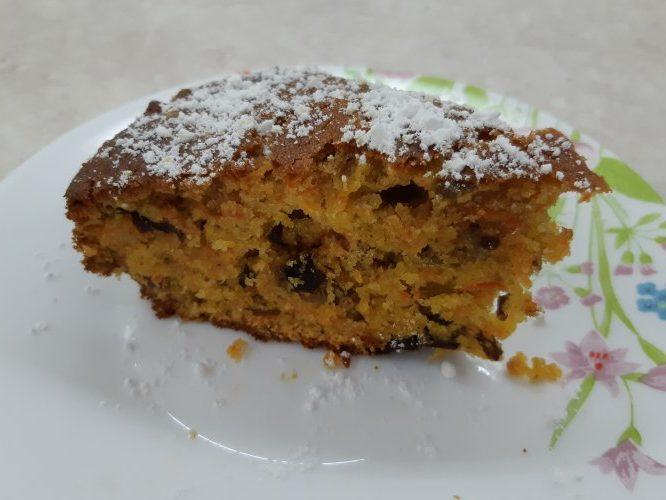 Пирог с морковью, сухофруктами и орехами