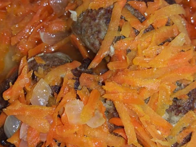 Вегетарианские котлеты из картошки и красной капусты
