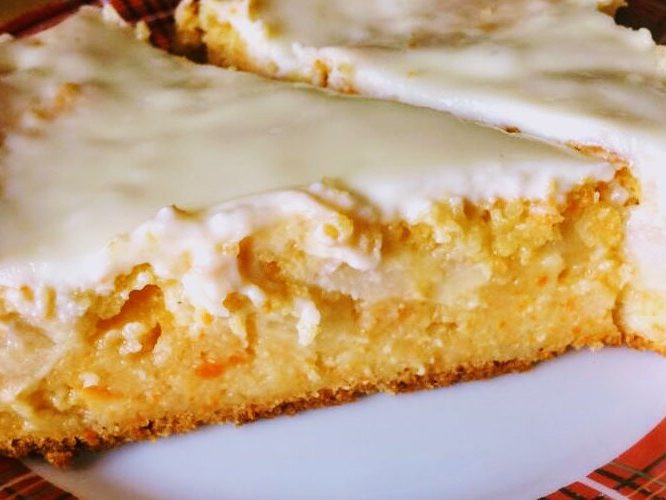Сочный морковно-яблочный пирог с корицей