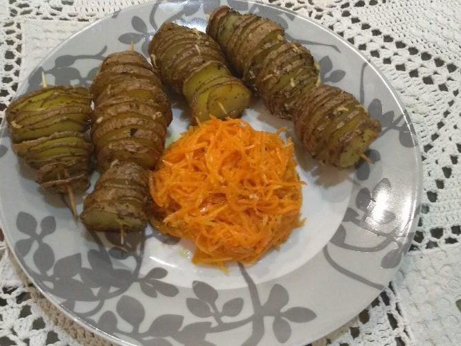 Тандем на ужин: пикантный картофель и корейская морковь - красиво и очень вкусно!