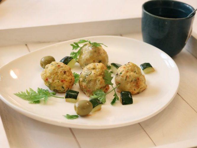 Куриные фрикадельки с овощами и зеленым горошком