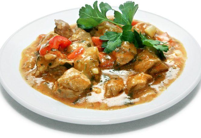 Гуляш из свинины в карамельно-соевом соусе (средиземноморская кухня)