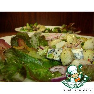 Салат с грушами и голубым сыром