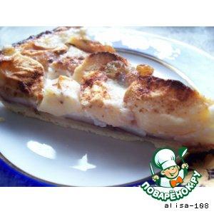 Яблочный пирог под молочным соусом