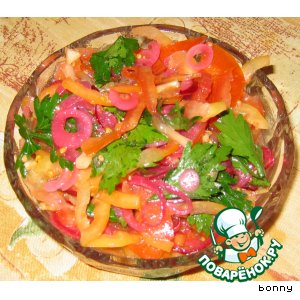 Салат овощной с маринованным луком
