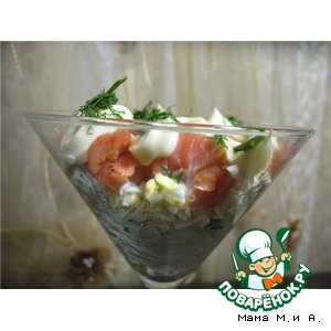 Слоеный салат с рисом и копченой неркой