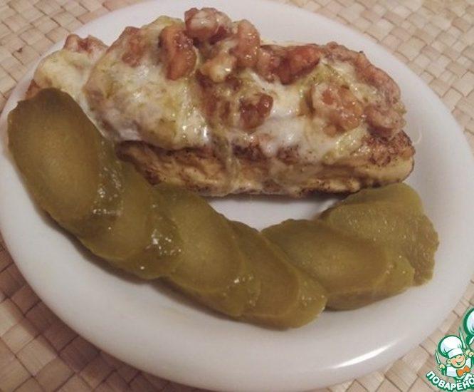 Куриное филе под ореховой подушкой
