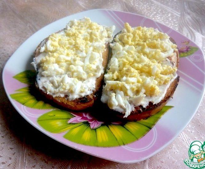 Бутерброд с майонезом и яйцом