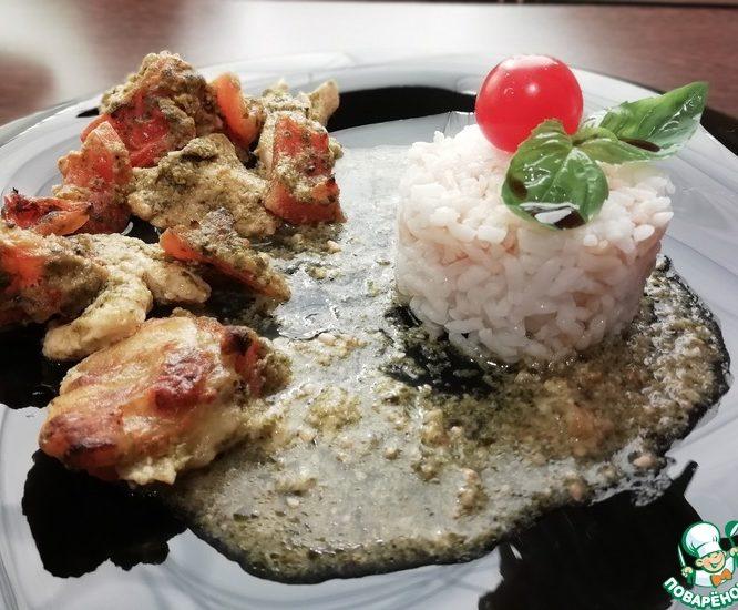 Куриное филе с помидорами и песто