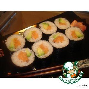 Суши - роллы с семгой и авокадо