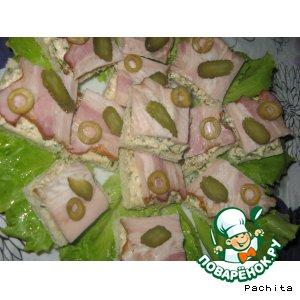 Бутерброды с орехами и копченой грудинкой