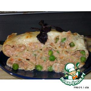 Каннеллони с тремя видами мяса и зеленым горошком