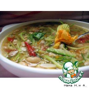 Густой суп с кабачками и фасолью