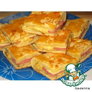 Пирог с творогом и копченой колбасой