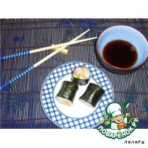 Суши с красной рыбой и авокадо