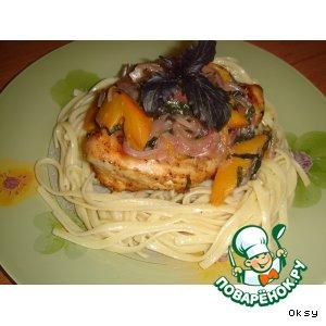 Куриные грудки с персиком и базиликом