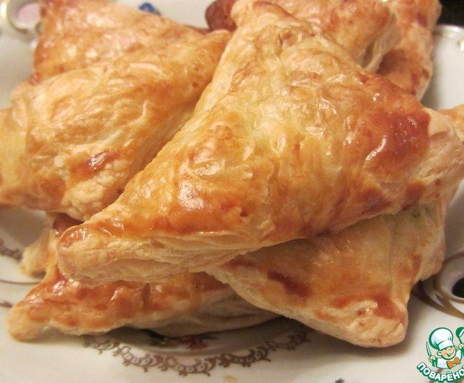 Слоеные пирожки с картофелем и зеленью