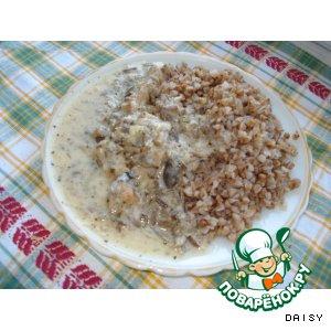 Мясо в сметанном соусе с грибами