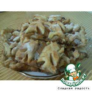 Пирог из слоeного теста с айвой и орехами