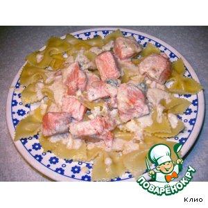 Фарфалле (бантики) с семгой под сырным соусом