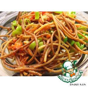 Жареные спагетти с овощами