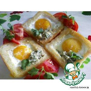 Тосты с яйцом и соусом