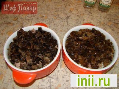 Жаркое из оленины с грибами в горшочках